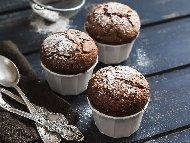 Рецепта Лесни постни мъфини с какао, канела и сладко от боровинки без яйца и без мляко (с вода)